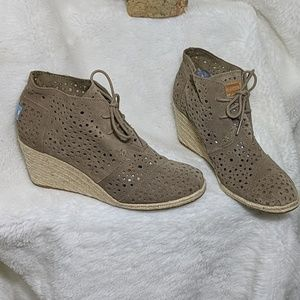 Tom's wedge ankle booties